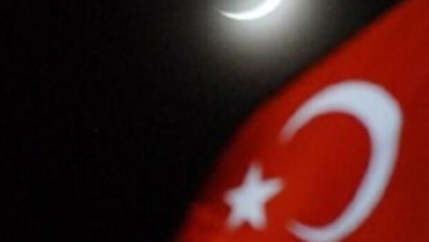 Gökyüzünde Türk bayrağı