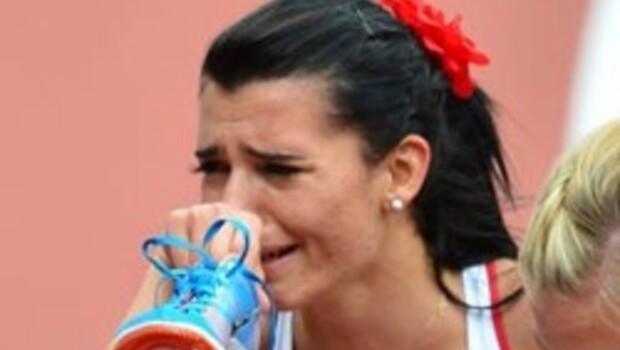 Merve ağlaya ağlaya koştu