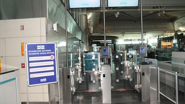Parmak iziyle geçiş Atatürk Havalimanı'nda başladı