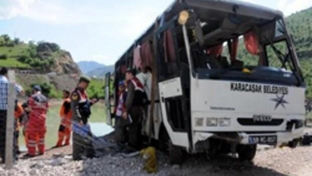 Kayseri'de tur otobüsü baraja uçtu