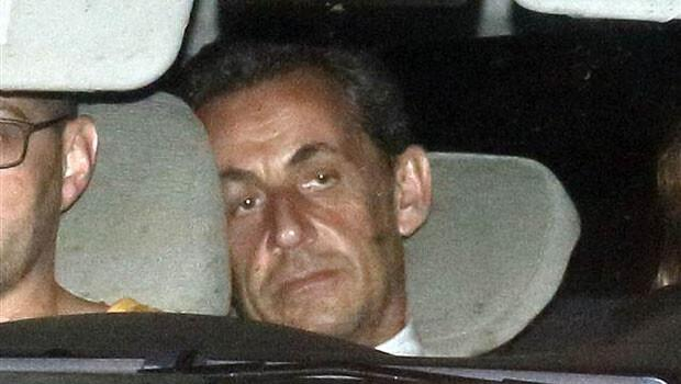 """Ve Sarkozy hakkında """"ağır yolsuzluktan"""" soruşturma açıldı"""