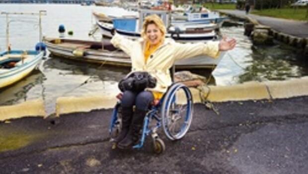 Tekerlekli sandalye üzerinde bir pazar