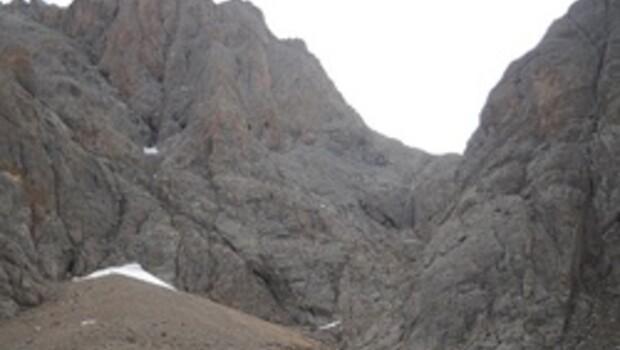Demirkazık'ta mahsur 12 dağcıya ulaşıldı