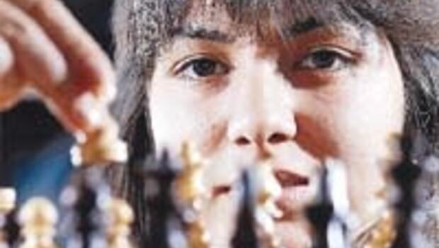 Tek odalı gecekondudan çıkan satranç şampiyonu Kübra Öztürk
