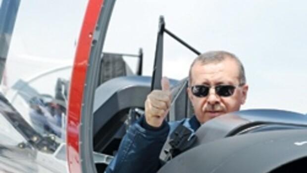 'HÜRKUŞ' hangardan çıktı ilk uçuşu yıl sonu yapacak