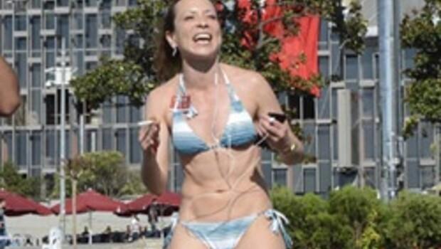 Bikinili kadın Taksim'i karıştırdı