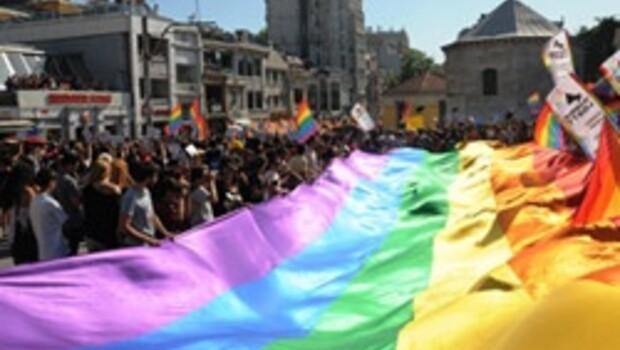 Taksim'de Lezbiyen gay, biseksüel, travesti, transeksüel yürüyüşü