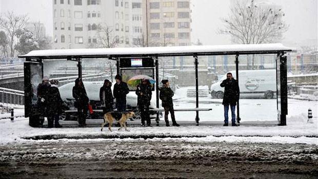 İstanbul'da hayatı durduran kar