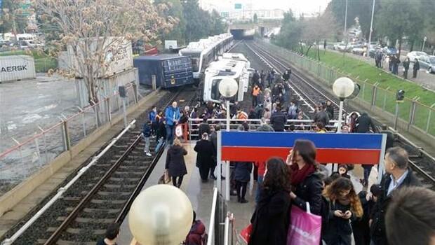 İzmir'de metro kazası: 10 yaralı