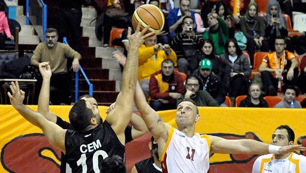 Beşiktaş, Galatasaray'ı devirip lider oldu