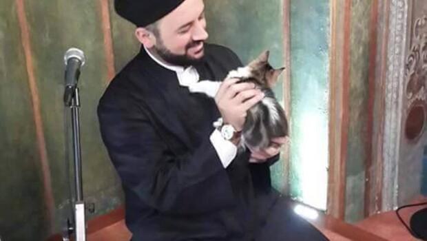 Kedilerin dostu imam