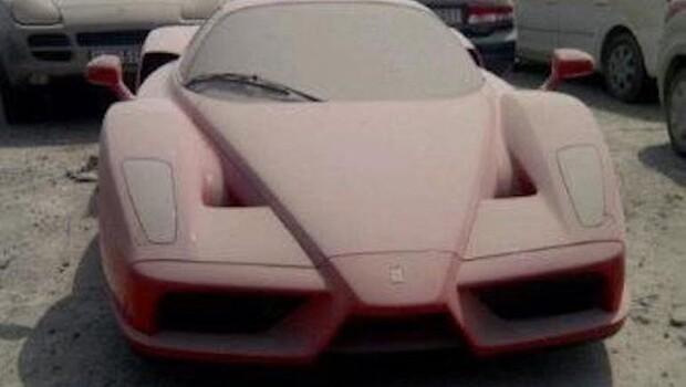 Milyon dolarlık Ferrari sahipsiz kaldı