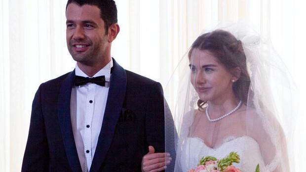 Ezgi Asaroğlu'yla birlikte olan Keremceme hayranları böyle seslendi: Evlenmeni istemiyoruz