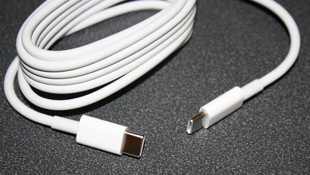 Apple o kablolarını geri topluyor