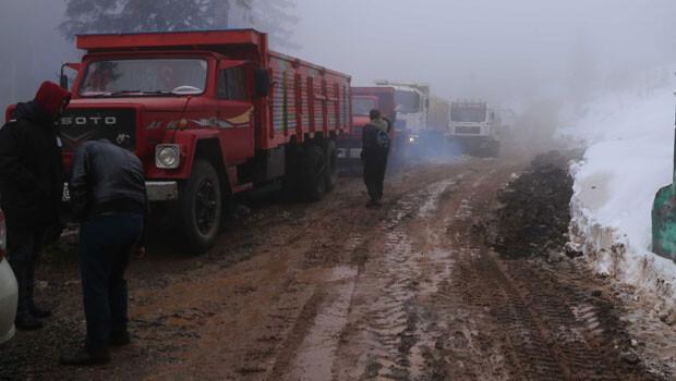 Artvin'de valilik önündeki eyleme ara verildi, iş makineleri maden sahasına çıktı