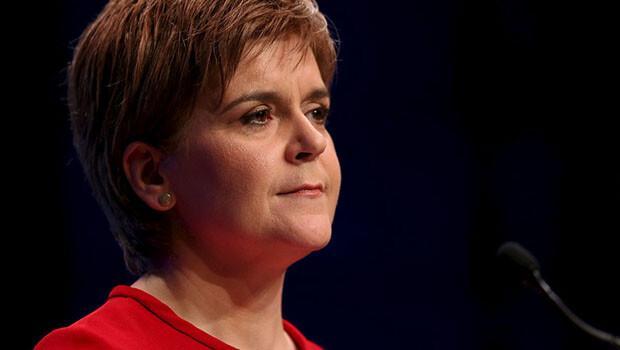 İskoçya Başbakanı Nicola Sturgeon: İngiltere AB'den çıkarsa bağımsızlık referandumu yaparız