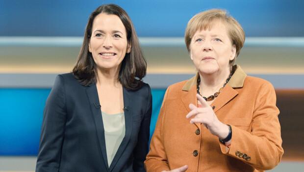 Almanyada ırkçı siyasetçiye pastalı protesto