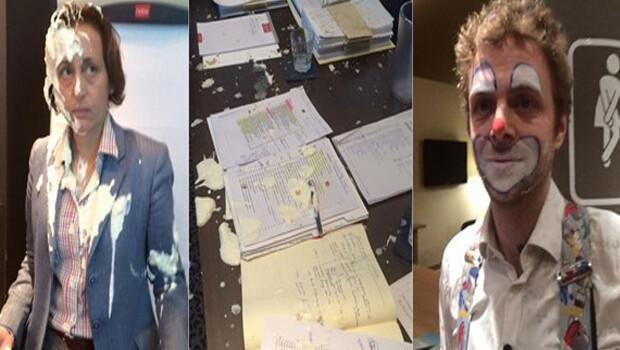 Politikacının suratına pasta fırlattılar