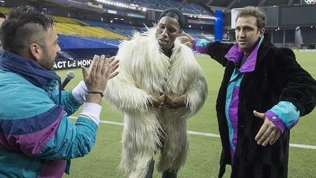 Didier Drogbanın giydiği beyaz kürk olay oldu