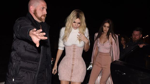 Kendall Jenner paparazzi yumruklamış