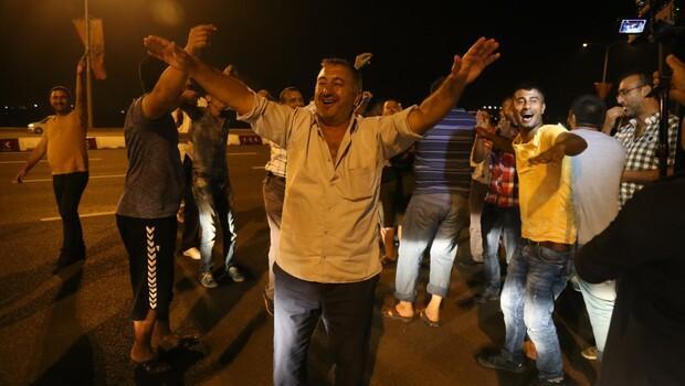 Osmangazi Köprüsü'nün açılışını oynayarak kutladılar