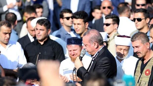 Cumhurbaşkanı Erdoğan gözyaşlarına boğuldu