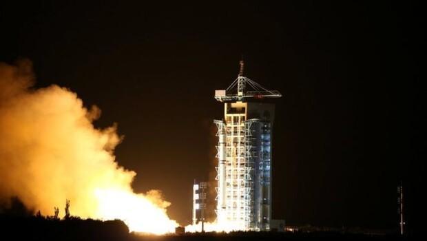 Çin dünyanın ilk kuantum uydusunu fırlattı