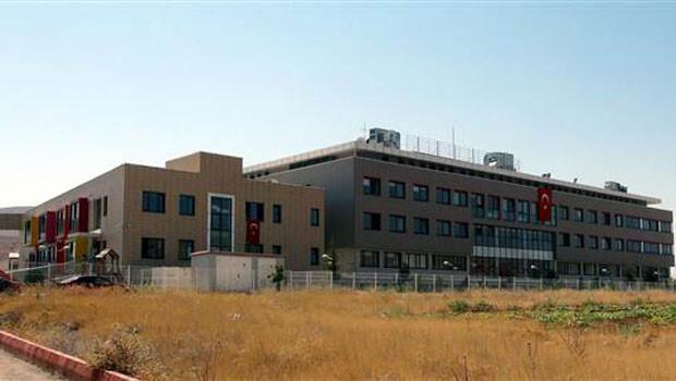 PKK saldırısına uğrayan Emniyet Müdürlüğü, FETÖ okuluna taşındı