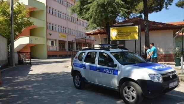 Uşak'ta polisten okul önlerinde denetim