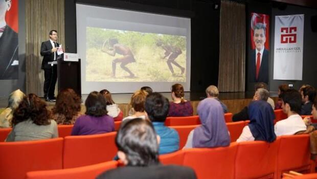 """AGÜ'de """"Geleceği Bilim İle İnşaa Etmek"""" konferansı düzenlendi"""