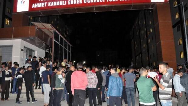 Öğrenciler yurt yönetimi protesto etti
