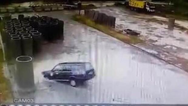 Otomobille su dolu havuza düştü