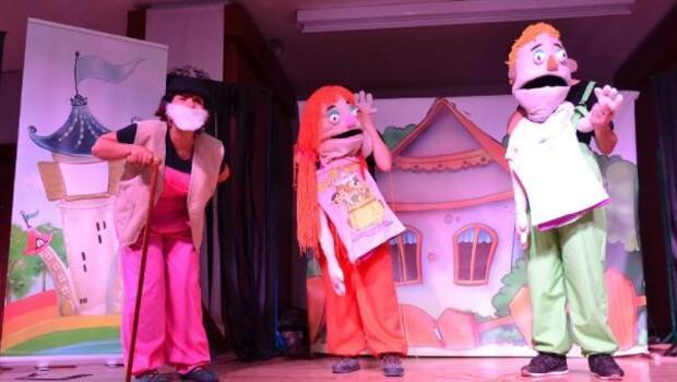 Konyaaltı Belediyesinden öğrencilere tiyatro