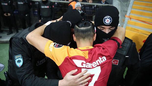 Yasin Öztekin golü Çevik Kuvvet ile kutladı