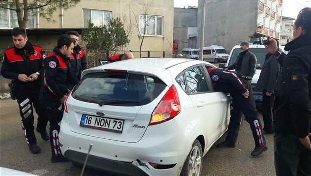 Polise ateş açan hırsızlık şüphelileri kovalamacada yakalandı