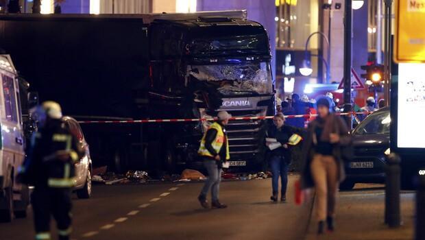 Berlinde TIR Noel pazarına girdi, en az 9 ölü