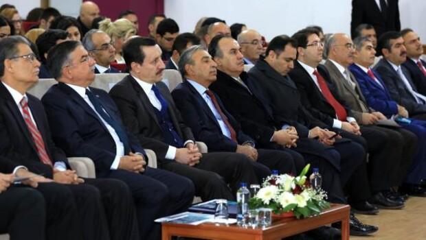 Aksaray Belediye Başkanı, Milli Eğitim Bakanı ile anma programına katıldı