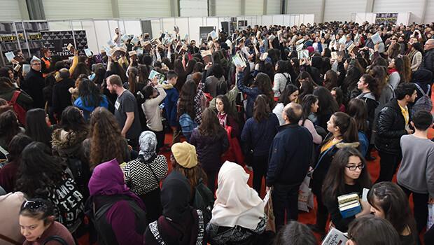 Binlerce öğrenci kitap fuarına akın etti
