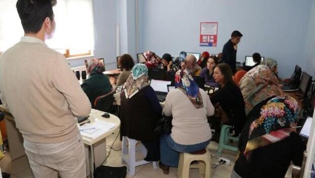 Hanımlar için bilgisayar eğitimi düzenlendi