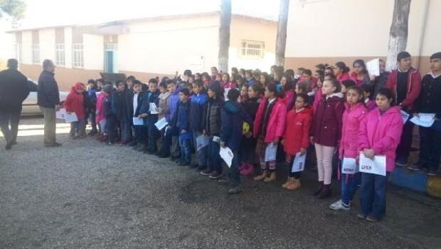 Besni'de 400 öğrenciye kıyafet yardımı