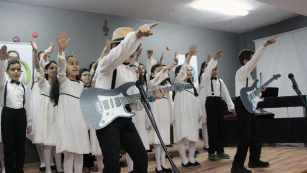 Boluda öğrencilerin karne sevinci