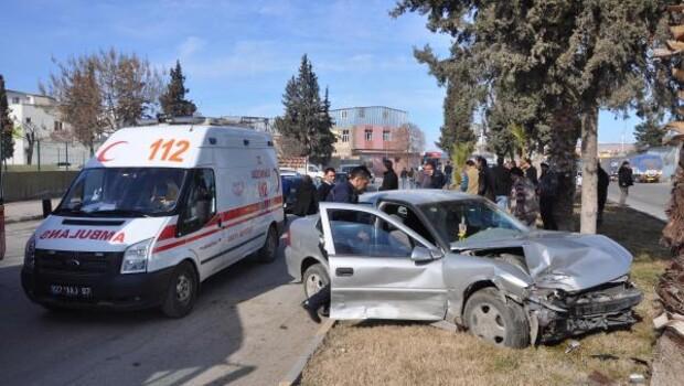 Önce otomobile çarptı, sonra ağaca çarptı