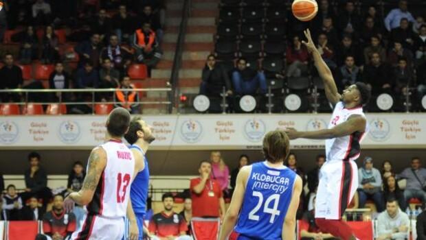 Gaziantep Basketbol-İstanbul Büyükşehir Belediyespor: 62-61