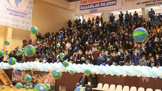 Karne getiren 4 bin öğrenciye basketbol topu