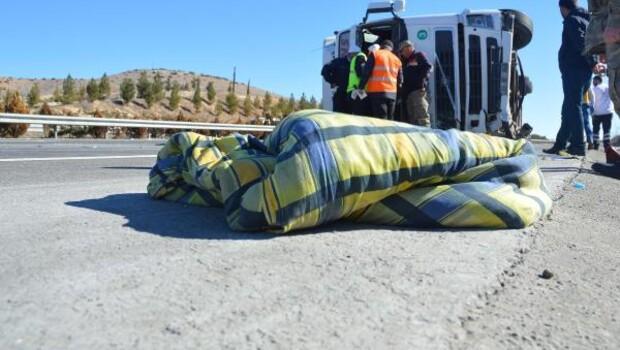 Gaziantepte TIR devrildi: 1 ölü, 3 yaralı