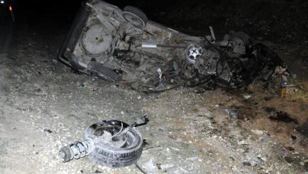 Gaziantepte otomobiller çarpıştı: 3 ölü, 7 yaralı