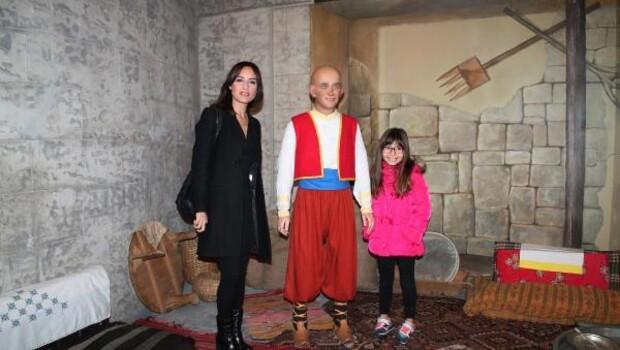 Nazlı Çelik kızıyla Masal Şatosunu gezdi