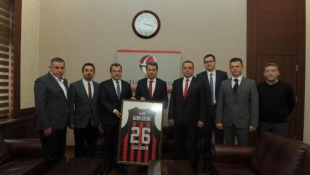 Nesine.com Eskişehir Basketten Vali Çelike ziyaret