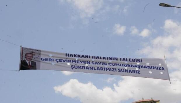 Hakkari'de Cumhurbaşkanı Erdoğan'a pankartlı teşekkür