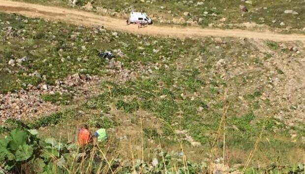 Otomobil uçuruma yuvarlandı, 2 kardeş öldü